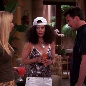 Still of Courteney Cox, Lisa Kudrow and Matthew Perry in Draugai (1994)