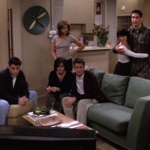 Still of Jennifer Aniston, Courteney Cox, Matt LeBlanc, Matthew Perry, David Schwimmer and Lauren Tom in Draugai (1994)