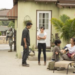 Still of Sandrine Holt Cliff Curtis Frank Dillane and Elizabeth Rodriguez in Fear the Walking Dead 2015