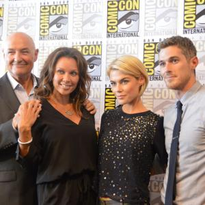 Vanessa Williams, Terry O'Quinn, Rachael Taylor and Dave Annable at event of 666 Park Avenue (2012)