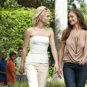 Still of Minka Kelly and Rachael Taylor in Charlie's Angels (2011)