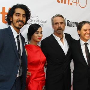 Jeremy Irons, Matt Brown, Dev Patel, Devika Bhise