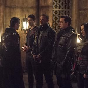 Still of John Barrowman, David Ramsey, Brandon Routh, Katie Cassidy, Matt Nable and Rila Fukushima in Strele (2012)