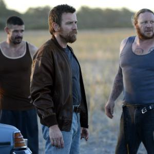 Still of Ewan McGregor, Eddie Baroo and Matt Nable in Son of a Gun (2014)