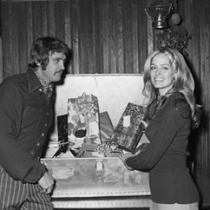 Farrah Fawcett and Lee Majors at her birthday party 02021971
