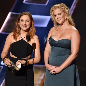 Amy Poehler and Amy Schumer at event of The 67th Primetime Emmy Awards 2015