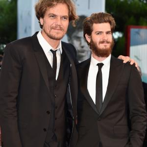 Michael Shannon and Andrew Garfield at event of 99 Homes (2014)