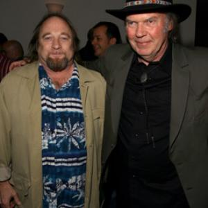 Stephen Stills and Neil Young at event of Neil Young Heart of Gold 2006