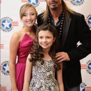 Kenzie and Madison Hall with Bret Michaels at the Military Child of The Year Gala held by Operation Homefront