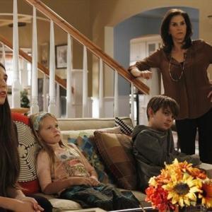 Still of Jami Gertz, Clara Mamet, Max Charles and Isabella Crovetti-Cramp in The Neighbors (2012)