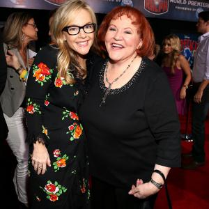 Rachael Harris and Edie McClurg at event of Ralfas Griovejas (2012)