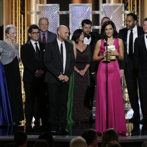 Joshua Jackson, Maura Tierney, Dominic West, Ruth Wilson, Sarah Treem and Julia Goldani Telles at event of 72nd Golden Globe Awards (2015)