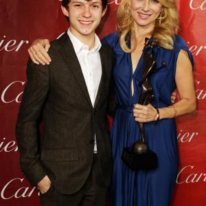 Naomi Watts, Tom Holland