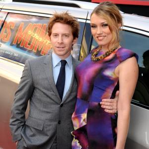Seth Green and Clare Grant at event of Marsui reikia mamu (2011)