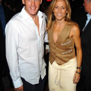 Sheryl Crow and Lance Armstrong at event of Meet the Fockers (2004)