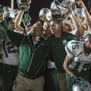 Still of Jim Caviezel, Michael Chiklis, Alexander Ludwig and Matthew Daddario in When the Game Stands Tall (2014)