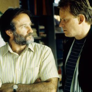 Still of Robin Williams and Stellan Skarsgård in Gerasis Vilas Hantingas (1997)