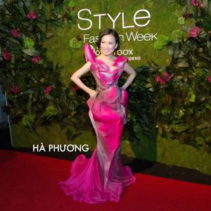 Ha Phuong at New York Fashion week 2015 httpthegioicasicomthegioicasihaphuongdushowquynhparisonewyork wwwhaphuongworldcom wwwhaphuongglobal haphuongfange