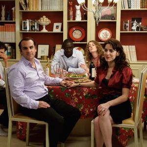 Still of Isabelle Carré, Audrey Dana, Vincent Elbaz, Omar Sy, Joséphine de Meaux and François-Xavier Demaison in Tellement proches (2009)