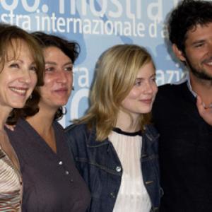 Nathalie Baye, Isabelle Carré, Noémie Lvovsky and Melvil Poupaud at event of Les sentiments (2003)
