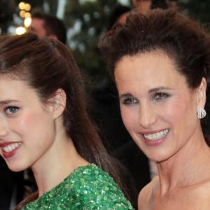 Andie MacDowell and Margaret Qualley at event of Tereses nuodeme (2012)