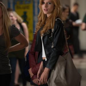 Still of Bella Thorne in The DUFF (2015)
