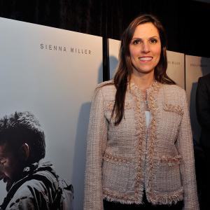 Bradley Cooper and Taya Kyle at event of Amerikieciu snaiperis (2014)