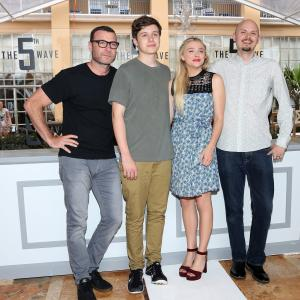 Liev Schreiber, Chloë Grace Moretz, J Blakeson and Nick Robinson at event of 5-oji Banga (2016)