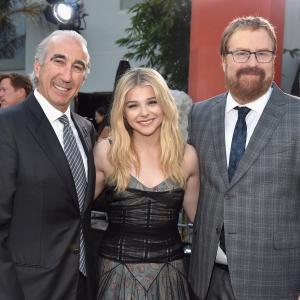 Gary Barber, R.J. Cutler and Chloë Grace Moretz at event of Jei pasilikciau (2014)