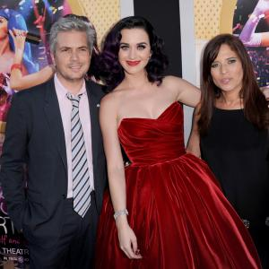 Dan Cutforth, Jane Lipsitz and Katy Perry at event of Katy Perry: Part of Me (2012)