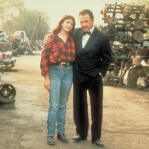 Still of Harvey Keitel and Julia Sweeney in Bulvarinis skaitalas 1994
