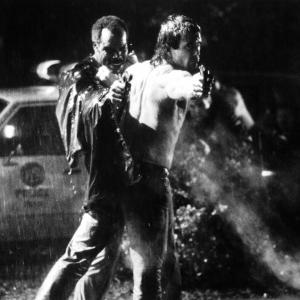 Still of Mel Gibson and Danny Glover in Mirtinas ginklas 1987