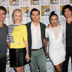 Kat Graham, Ian Somerhalder, Paul Wesley, Candice King and Michael Malarkey at event of Vampyro dienorasciai (2009)