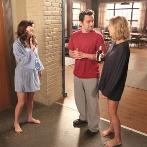 Still of Zooey Deschanel, Amanda Lund and Jake Johnson in New Girl (2011)