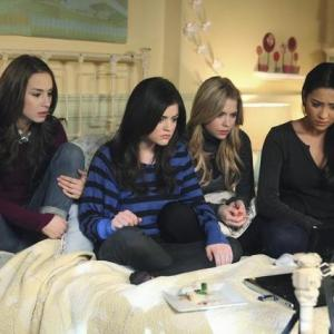 Still of Troian Bellisario Lucy Hale Ashley Benson and Shay Mitchell in Jaunosios melages 2010