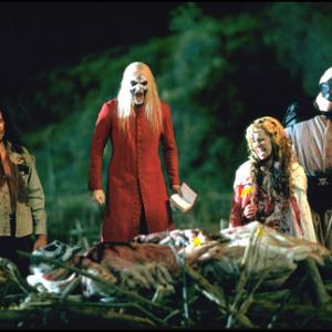 Still of Matthew McGrory, Sheri Moon Zombie, Bill Moseley and Robert Allen Mukes in House of 1000 Corpses (2003)