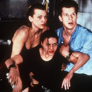 Still of Milla Jovovich Eric Mabius and Michelle Rodriguez in Absoliutus blogis 2002