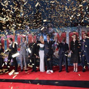 Don Cheadle, Robert Downey Jr., Gwyneth Paltrow, Ben Kingsley, James Badge Dale, Jon Favreau, Stephanie Szostak and Ty Simpkins at event of Gelezinis zmogus 3 (2013)