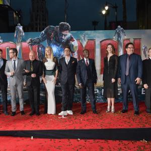Don Cheadle, Robert Downey Jr., Gwyneth Paltrow, Ben Kingsley, Guy Pearce, James Badge Dale, Jon Favreau, Stephanie Szostak and Ty Simpkins at event of Gelezinis zmogus 3 (2013)