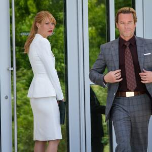 Still of Gwyneth Paltrow and Guy Pearce in Gelezinis zmogus 3 (2013)