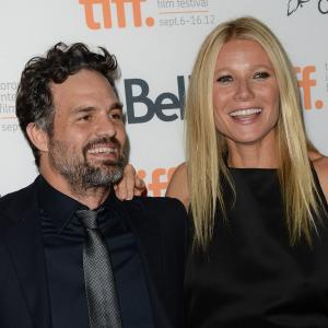 Gwyneth Paltrow and Mark Ruffalo at event of Thanks for Sharing (2012)