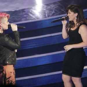 Still of Kelly Clarkson and Jordan Meredith in Duets (2012)
