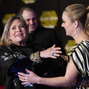 Carrie Fisher and Billie Lourd at event of Zvaigzdziu karai galia nubunda 2015