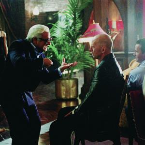 Still of Bruce Willis and Kevin Pollak in The Whole Ten Yards 2004