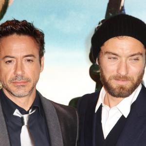 Jude Law and Robert Downey Jr at event of Serlokas Holmsas Seseliu zaidimas 2011