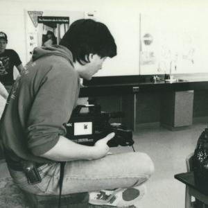 Franois operates camera on a makeshift crane Par del locan  1992