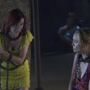 Still of Lauren Bowles and Carrie Preston in Tikras kraujas (2008)