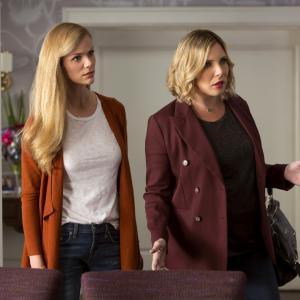 Still of June Diane Raphael and Brooklyn Decker in Grace and Frankie (2015)